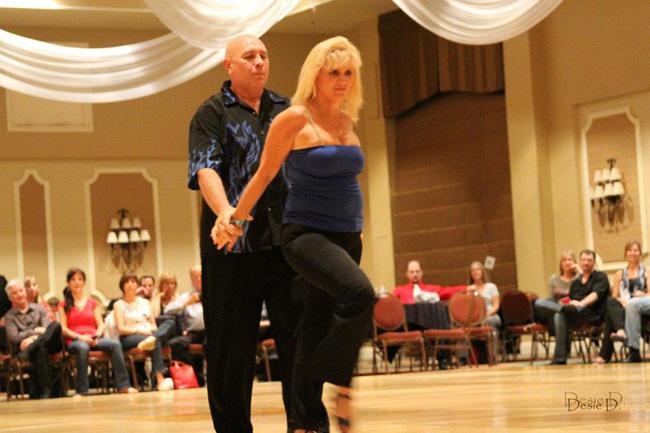 Bruce & Beth Perrotta - Floorplay - Lindo Diva  Walks