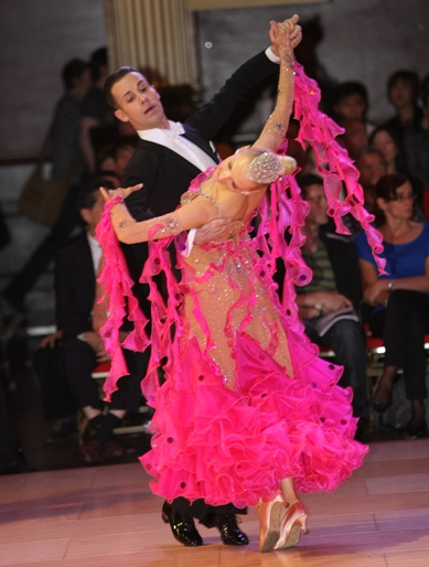 Quickstep – Intermediate/ Advanced – with Paolo and Liene Di Lorenzo – Every Thursday in August – Class 8:00 PM – 9:00 PM; Practice Session 9:00 PM – 10:00 PM Included