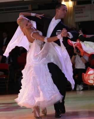 International Viennese Waltz – Intermediate/ Advanced – with Paolo and Liene Di Lorenzo – Thursdays, December 3, 10, and 17